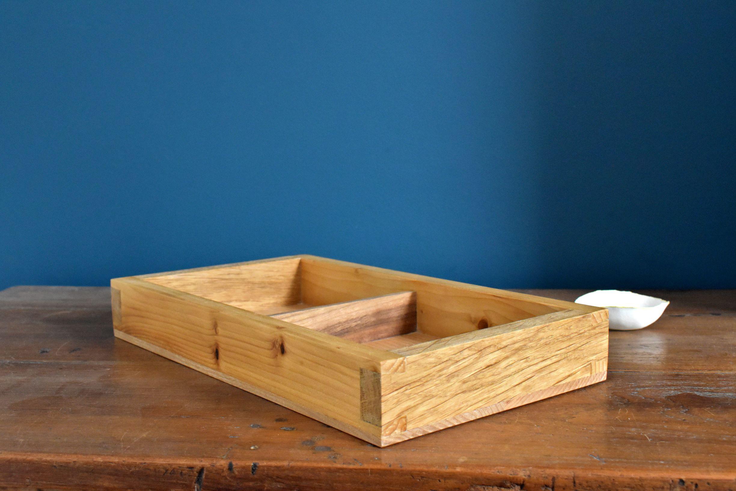 Divided organiser tray